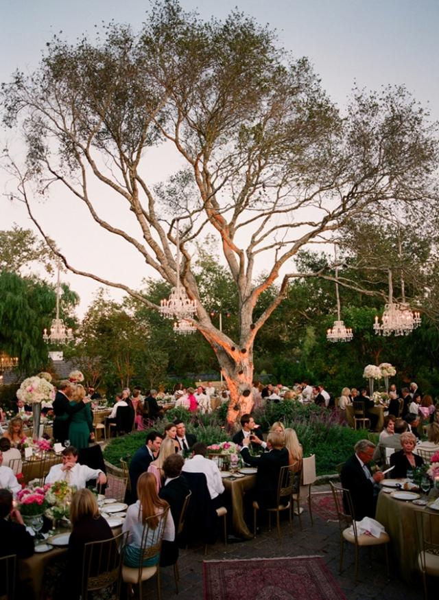 chandeliers-outdoor-weddings-14