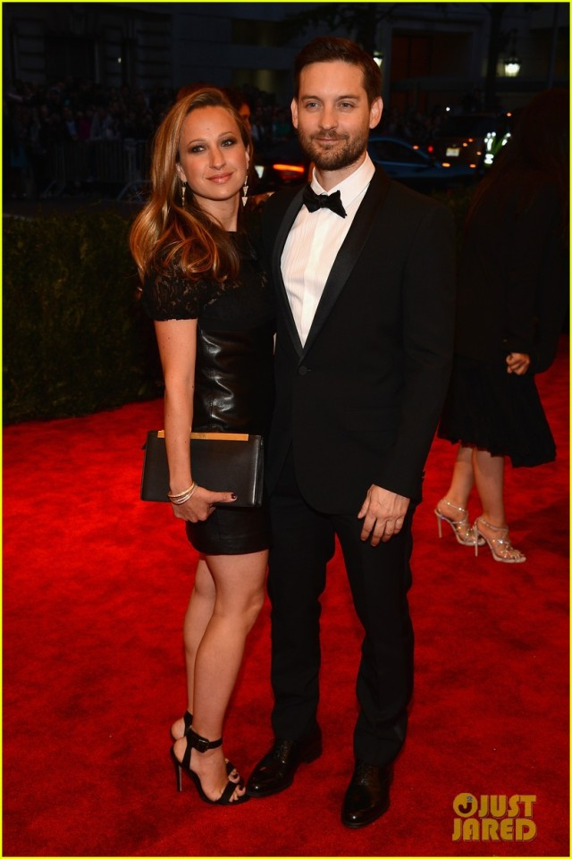 tobey-maguire-jennifer-meyer-met-ball-2013-red-carpet-01