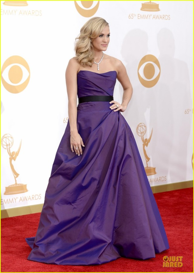 carrie-underwood-emmys-2013-red-carpet-01