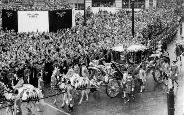 coronation-crowd_2577584b