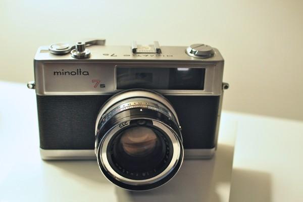 Minolta-Hi-Matic-7s-vintage-rangefinder-camera-e1300319953299