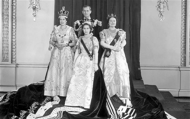 queen-coronation-2_2128194b