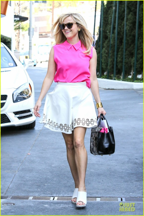 reese-witherspoon-channels-legally-blonde-character-10